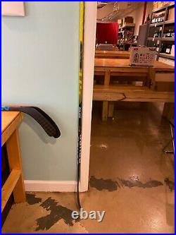 Bauer Supreme Ultra Sonic Hockey Stick RH 77 Flex P28 Curve Grip