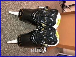 New Senior Bauer Supreme 2S Hockey Skates Regular Width Size 10